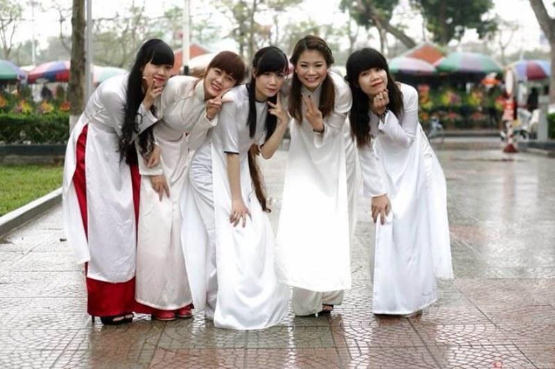 Miss Vanganh Pham in Vietnamese Traditional Costume
