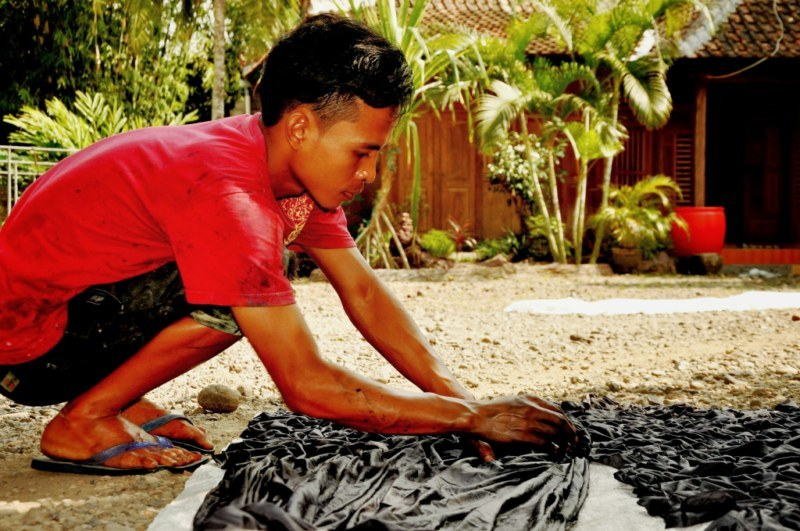 Tahap pembuatan batik   The process of batik manufacture